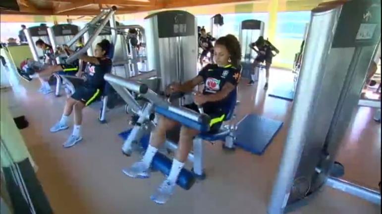 Seleção feminina de futebol treina para definir grupo que vai buscar ouro nas Olimpíadas