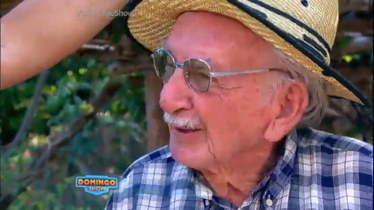 Geraldo Luís conversa com homem que encontrou pedra de R$ 30 ...