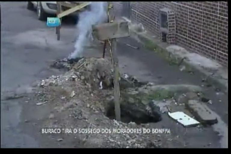 Buraco tira sossego dos moradores do Bonfim