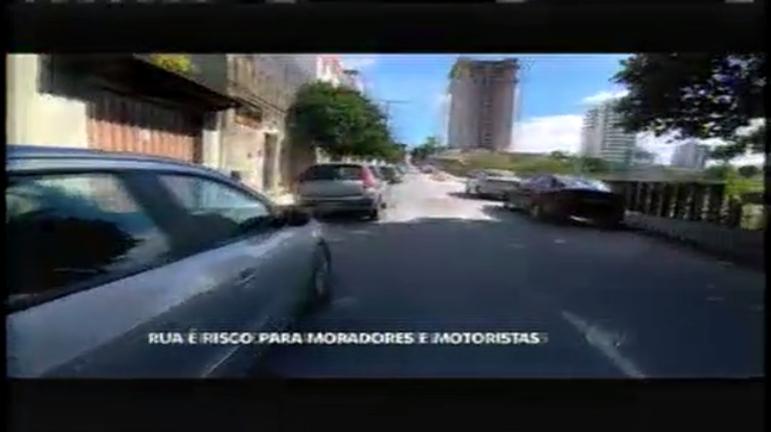 Rua interditada traz risco para moradores e motoristas de BH