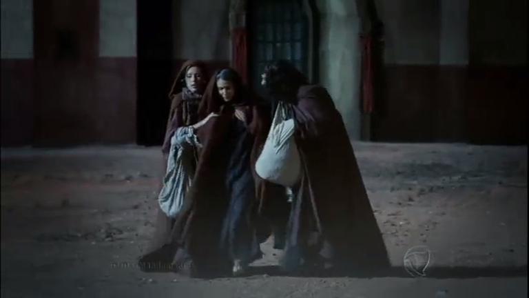 Oren luta contra soldados do rei, enquanto Leila, Adira e Baraquias ...