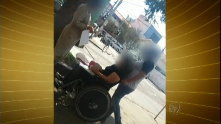 Vídeo flagra falsa cadeirante que tentava fraudar INSS - Notícias ...
