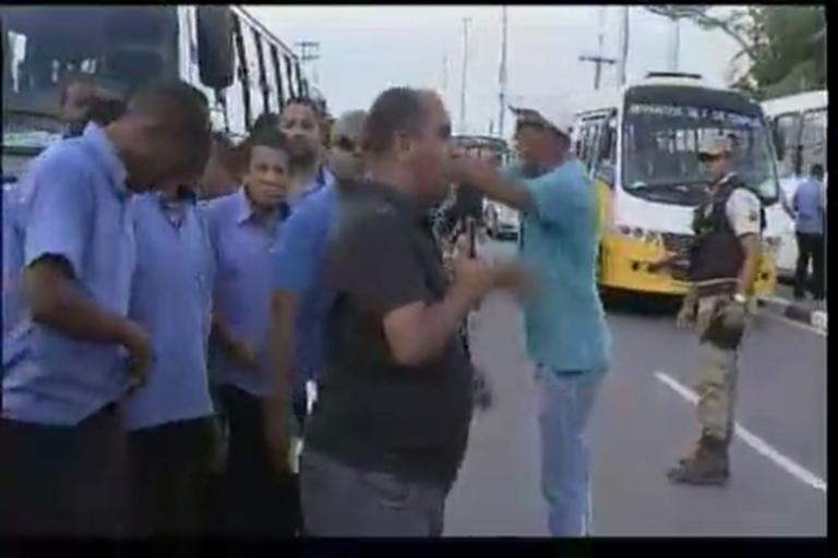 Confusão e protesto de rodoviários em Lauro de Freitas