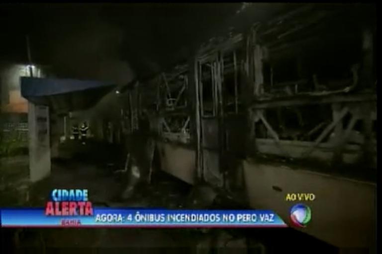4 ônibus incendiados no Pero Vaz