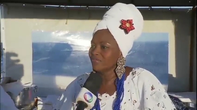 Alta no preço do feijão diminui o tamanho do acarajé no Bahia