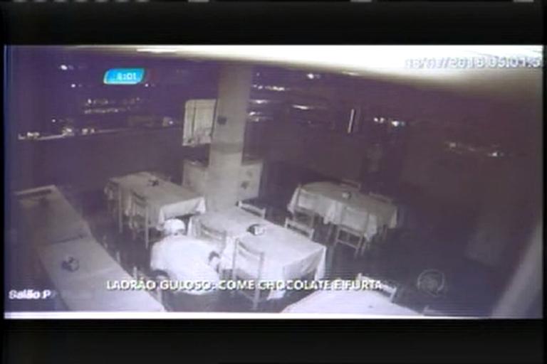 """""""Ladrão guloso"""": suspeito come bolos de chocolate enquanto furta bar"""