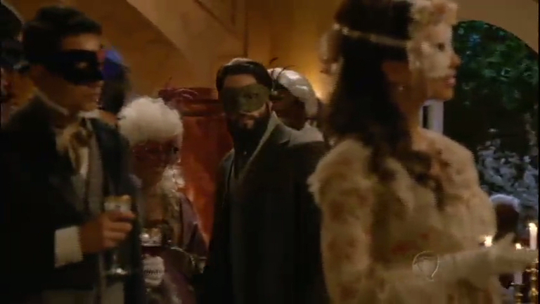 Miguel observa Juliana no baile de máscaras - Entretenimento - R7 ...