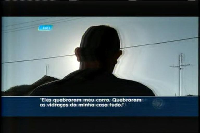 Dono de serralheria reage a assalto e suspeitos atacam carro da vitima