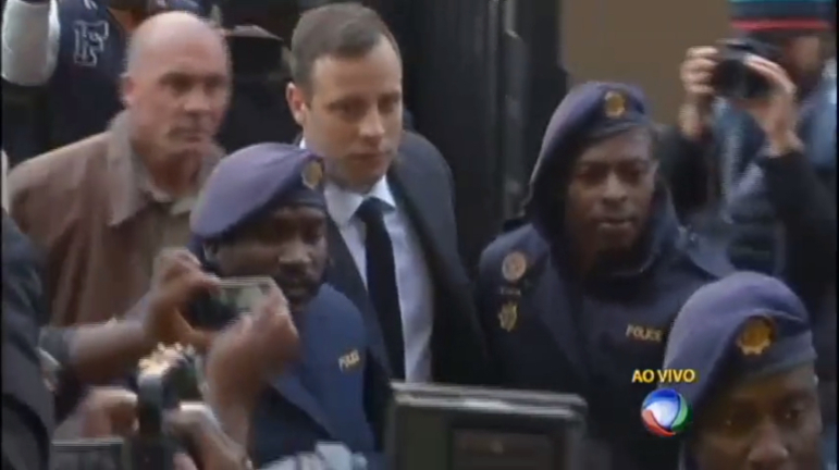Paratleta Oscar Pistorius é condenado a seis anos de prisão pelo ...
