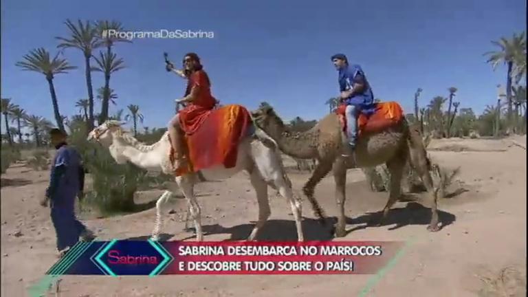 No Marrocos, Sabrina Sato anda de dromedário e participa do ...