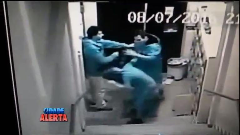 Flagrante: mãe é agredida pelo próprio filho no Paraná - Notícias ...