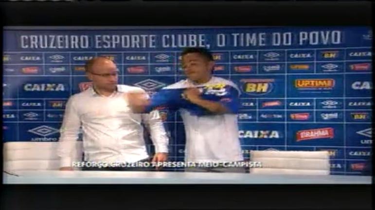 Cruzeiro apresenta novo reforço no meio-campo na Toca