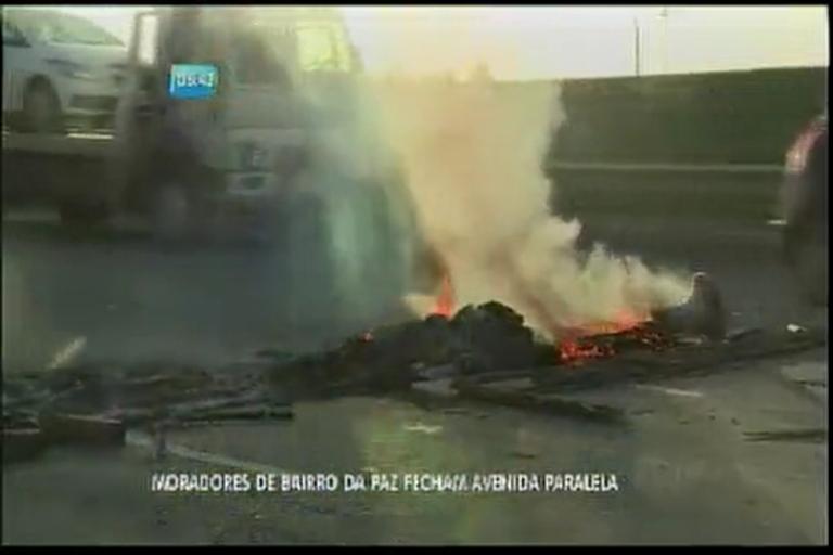 Moradores do Bairro da Paz fecham avenida Paralela - Bahia - R7 ...