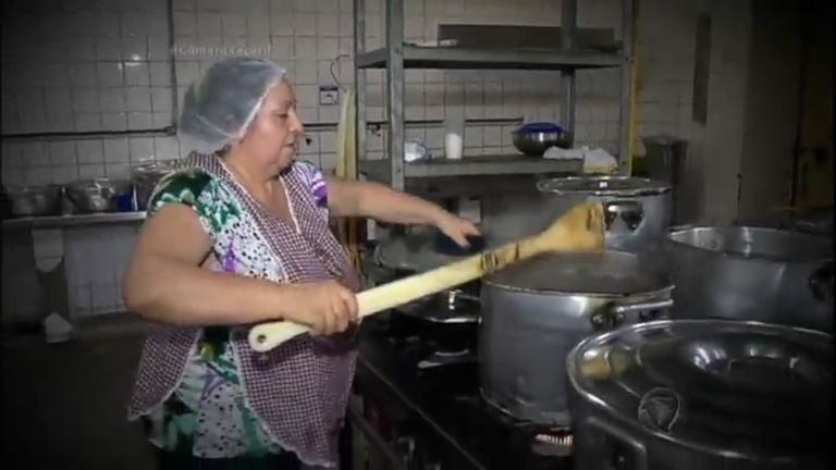 Presa por causa do filho, idosa leva a paixão por cozinhar para a ...