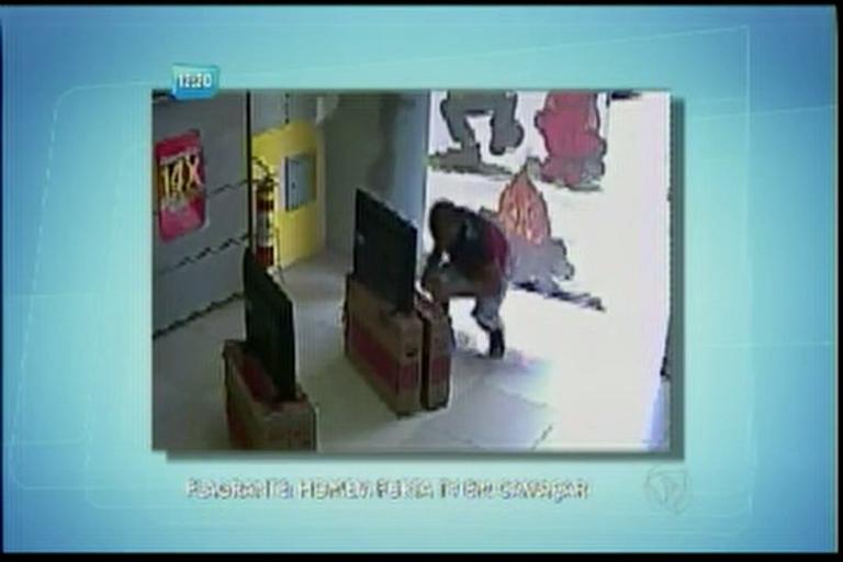 Homem é flagrado furtando TV em Camaçari - Bahia - R7 Balanço ...