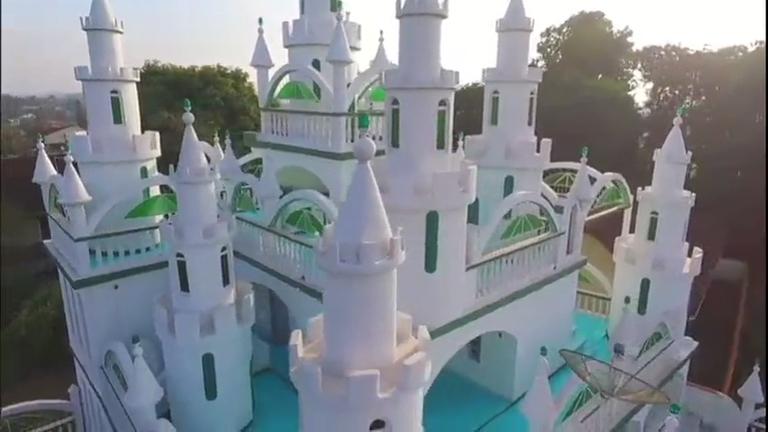 Morador de Joinville (SC) constrói castelo após 20 anos de dedicação