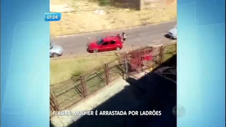 Mulher é arrastada por ladrões ao tentar tirar a filha de carro ...