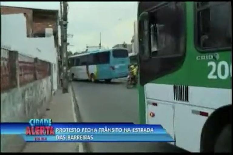 Protesto fecha trânsito na Estrada das Barreiras - Bahia - R7 Cidade ...