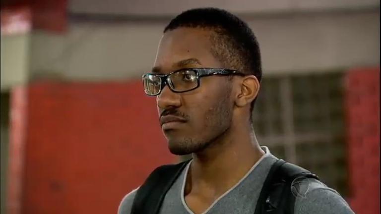 Morador da favela carioca, estudante é aprovado em universidades ...