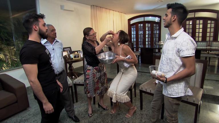 Sabrina descobre segredo do sucesso da família Camargo e come ...