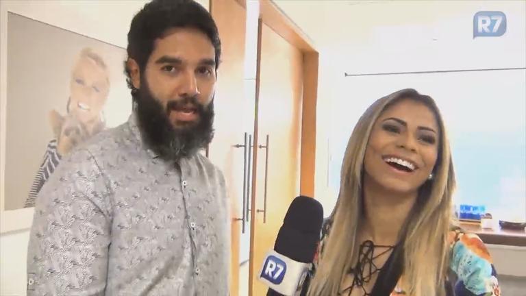 Lexa comemora noivado com MC Guimê: