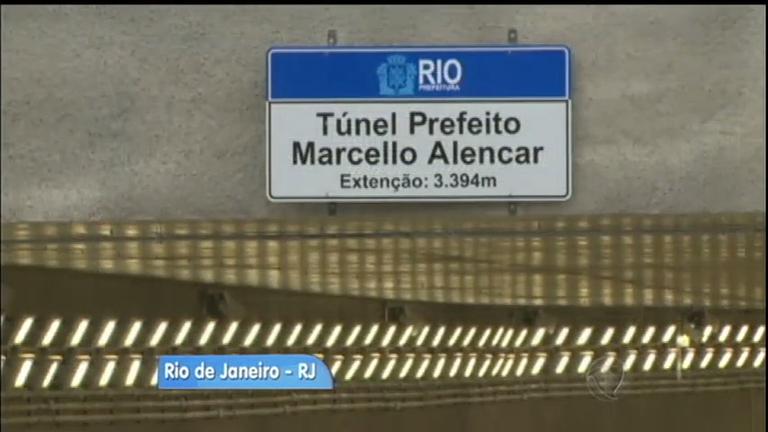 Erro ortográfico em placa de túnel recém-inaugurado chama ...