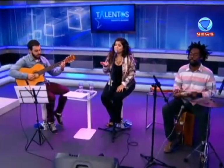 Natália Spadini canta samba e encanta com sua voz no JR News Talentos