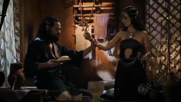 Melquias descobre que Raabe é prostituta e parte pra cima dela ...
