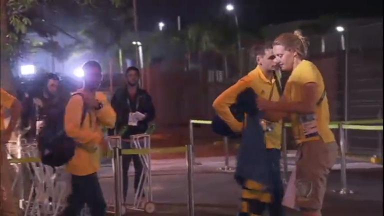 Delegação australiana deixa hotel e volta às instalações da Vila ...