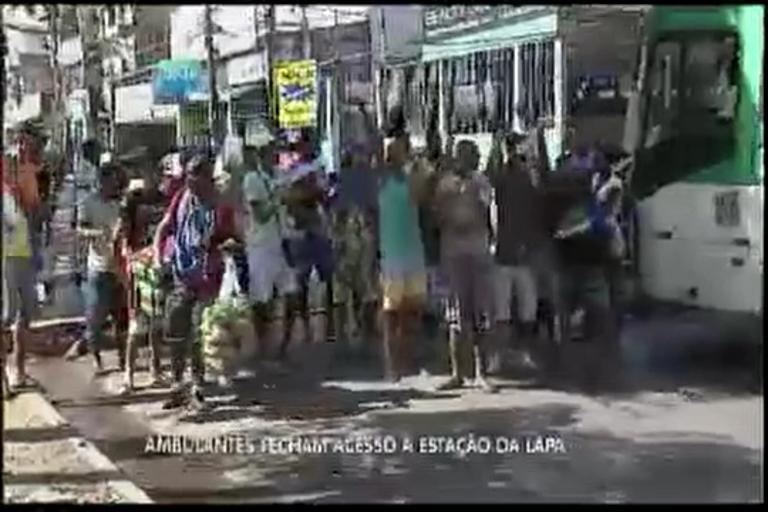 Ambulantes fecham acesso a Estação da Lapa - Bahia - R7 Balanço ...