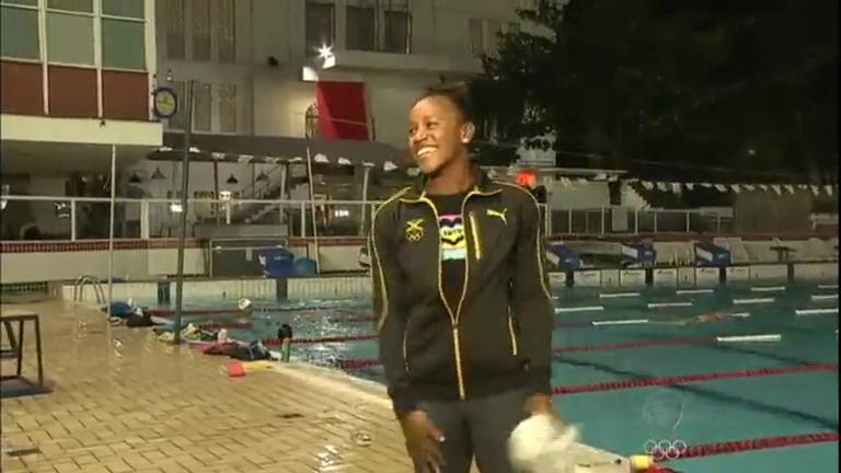 Primeira negra campeã mundial de natação é barrada na Vila ...