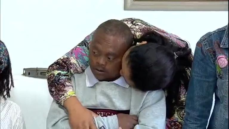 Família reencontra homem com síndrome Down que estava…
