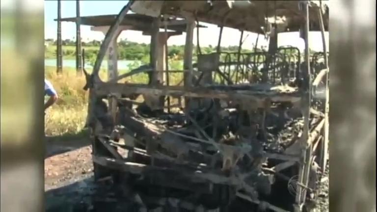 30 ônibus são queimados em Natal - Notícias - R7 Jornal da Record
