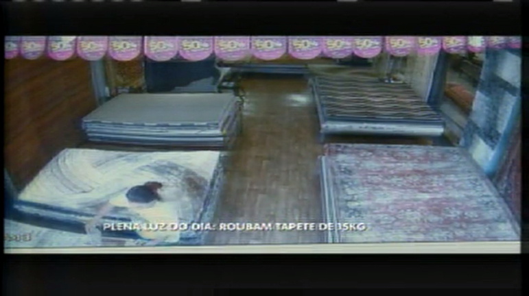 Mulheres roubam tapetes de 15 kg em Belo Horizonte - Minas ...