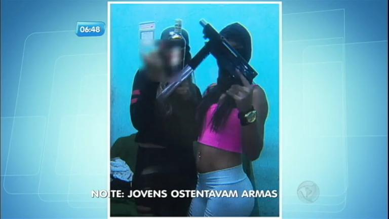 Bandido é preso com submetralhadora e foto incrimina mais duas ...
