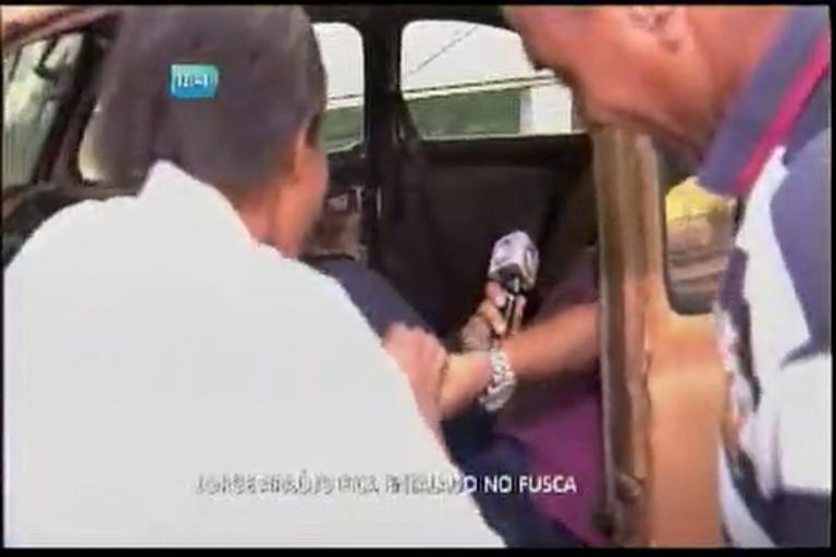 Jorge Araújo fica entalado no fusca - Bahia - R7 Balanço Geral BA