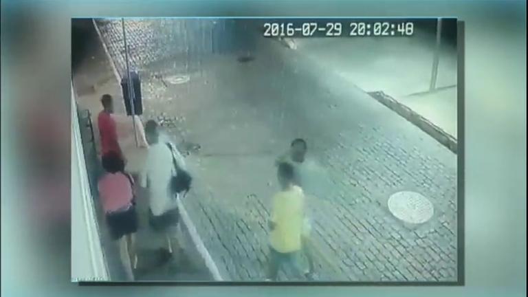 Mesmo com segurança reforçada, casal de turistas é assaltado no ...