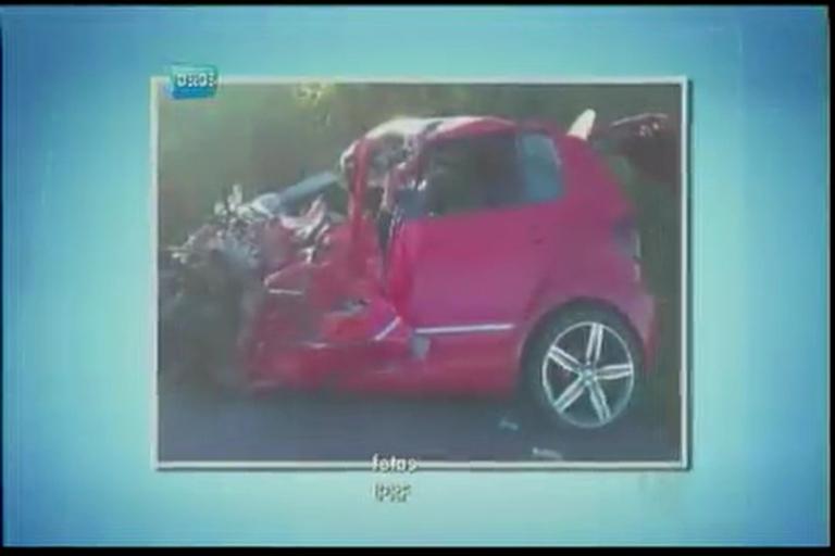 Batida de frente com caminhão mata jovem na BR-101