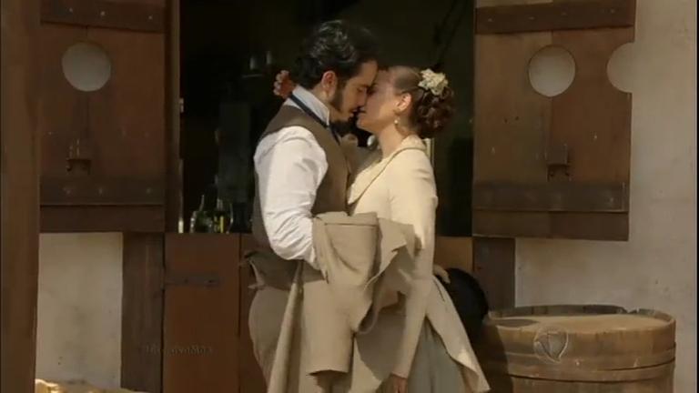 Átila e Filipa se beijam e são vistos por Maria Isabel ...