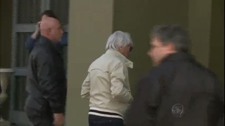 Chefão da Fórmula Um, Bernie Ecclestone acompanha ...