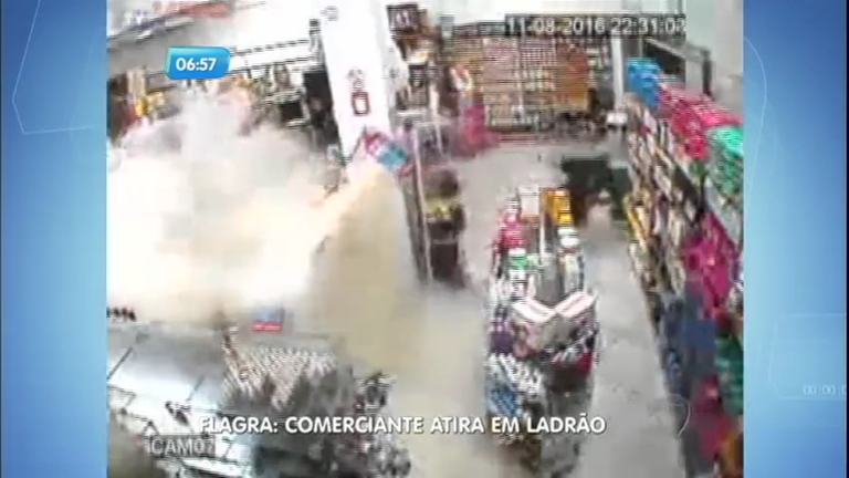 Flagra: dono de farmácia mata bandido durante assalto no Rio ...