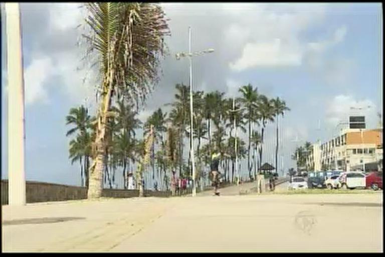 Absurdo: 25 lixeiras são destruídas no final de semana - Bahia - R7 ...