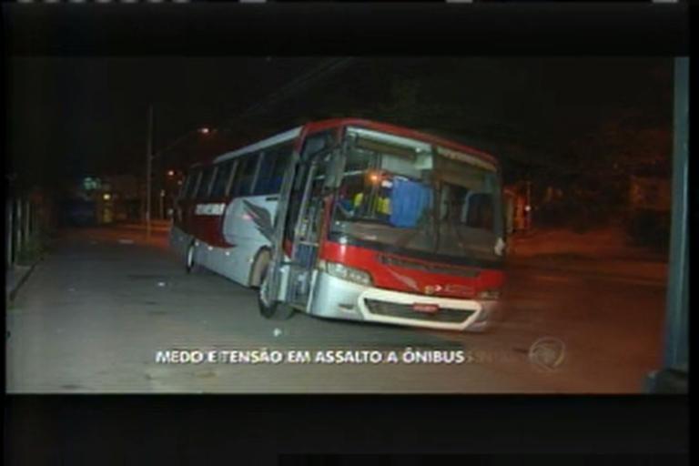 Cobradora é feita refém durante tentativa de assalto à ônibus em ...
