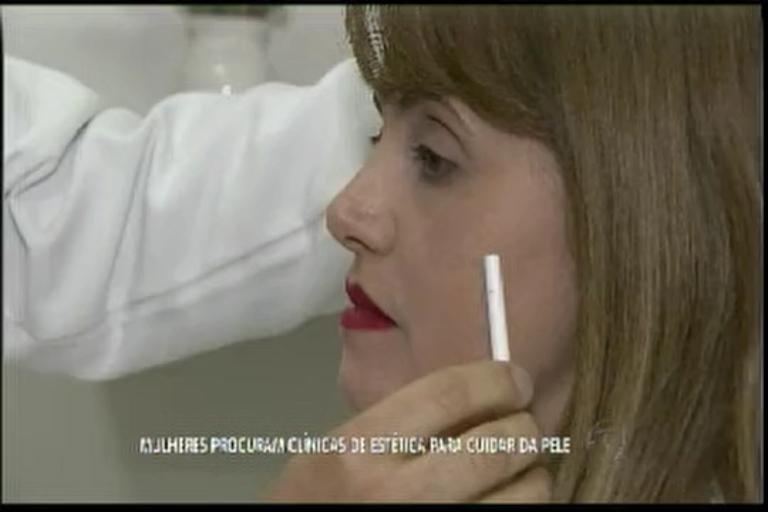 Mulheres procuram clínicas de estética para cuidar da pele - Bahia ...