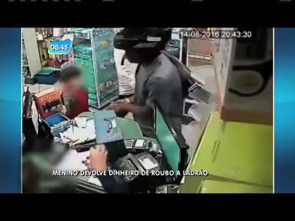 Criança devolve dinheiro a ladrão durante assalto - Rio de Janeiro ...