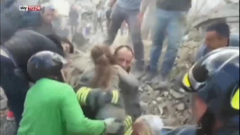 Terremoto na Itália: após 17 horas soterrada, menina de…
