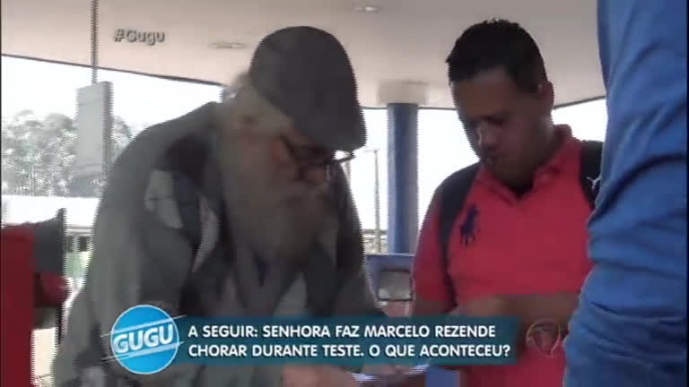 Solidariedade: homem desempregado ajuda 'idoso' a comprar…