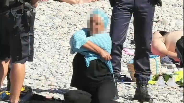Proibição de 'burkinis' na França gera polêmica na Europa