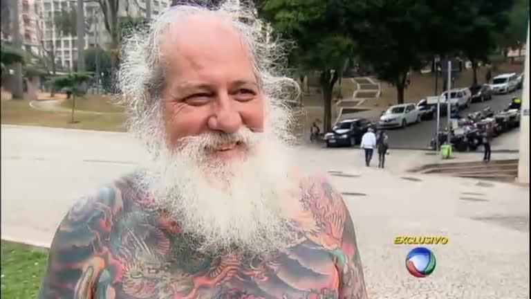 Vovô ousado: homem de 61 anos atrai olhares curiosos com…
