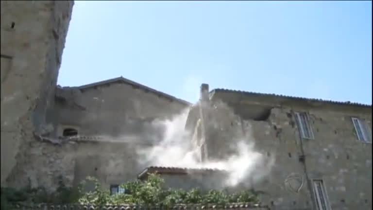 Tremores novos assustam moradores e destroem construções na Itália; número de mortos já chega a 267
